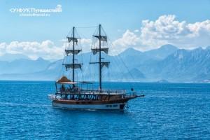 boat-in-sea-kaleici